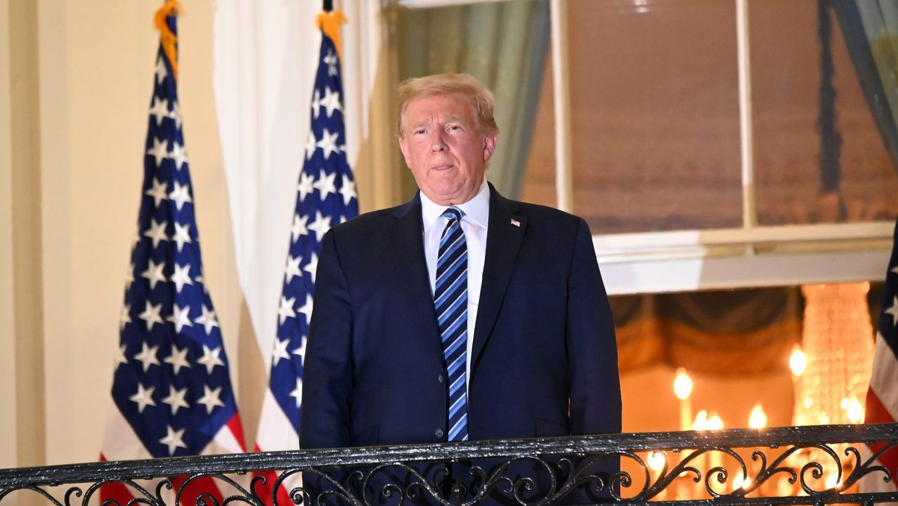 Trump posa en el balcón Truman a su regreso a la Casa Blanca el pasado lunes