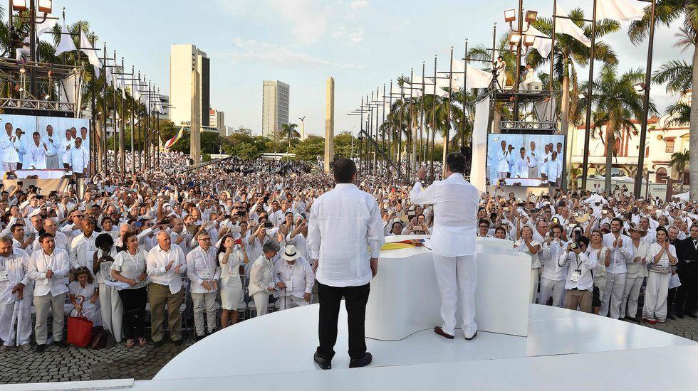 De izquierda a derecha, el secretario de estado estadounidense John Kerry, el presidente de Venezuela, Nicolás Maduro, y su homólogo colombiano,  Juan Manuel Santos.