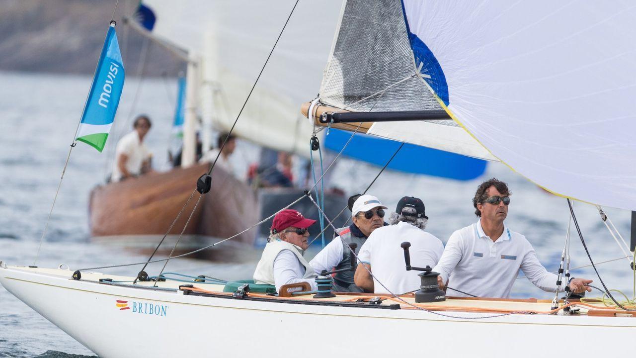 Juan Carlos I navegando en la regata que lleva su nombre, en la que compitieron más de 200 embarcaciones