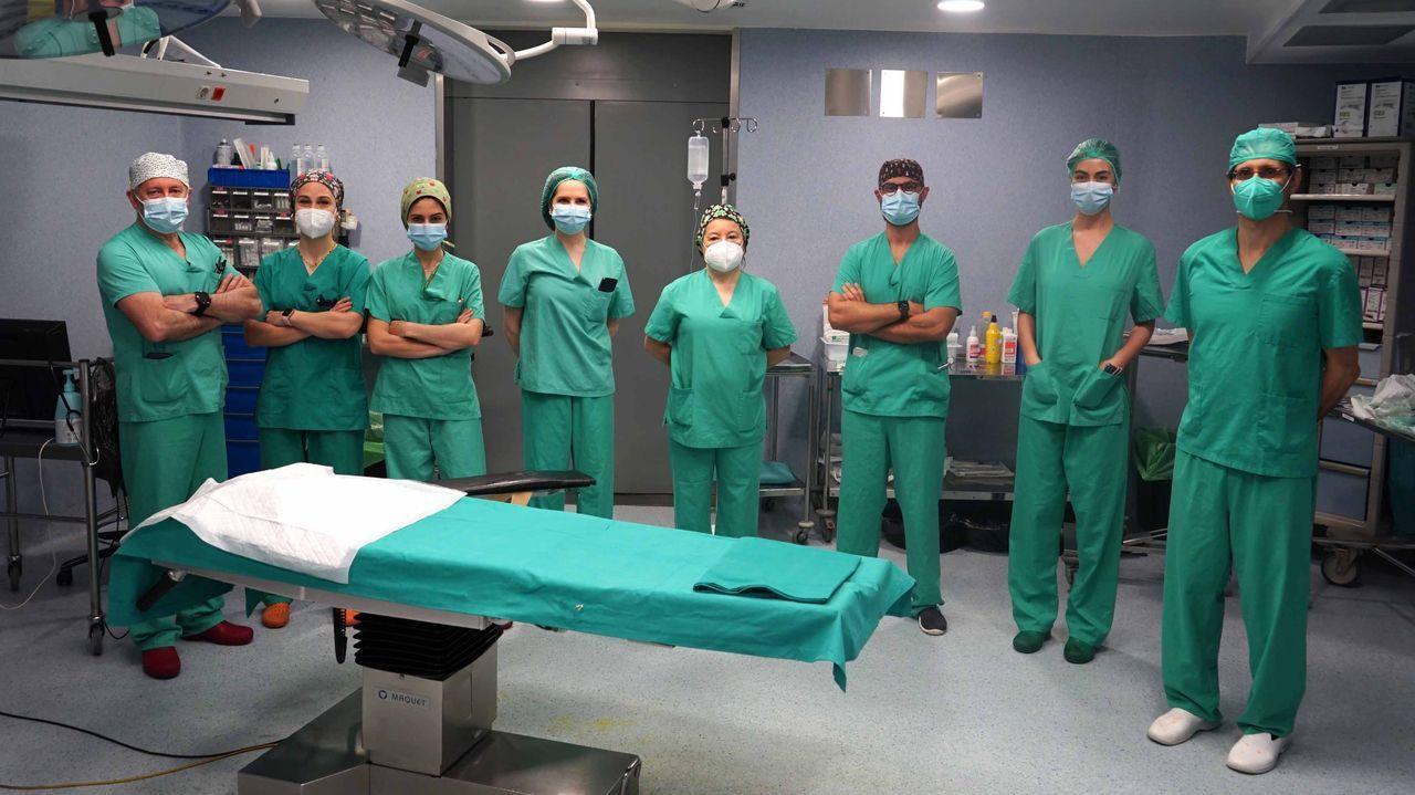 Equipo de cirugía de mano en Povisa