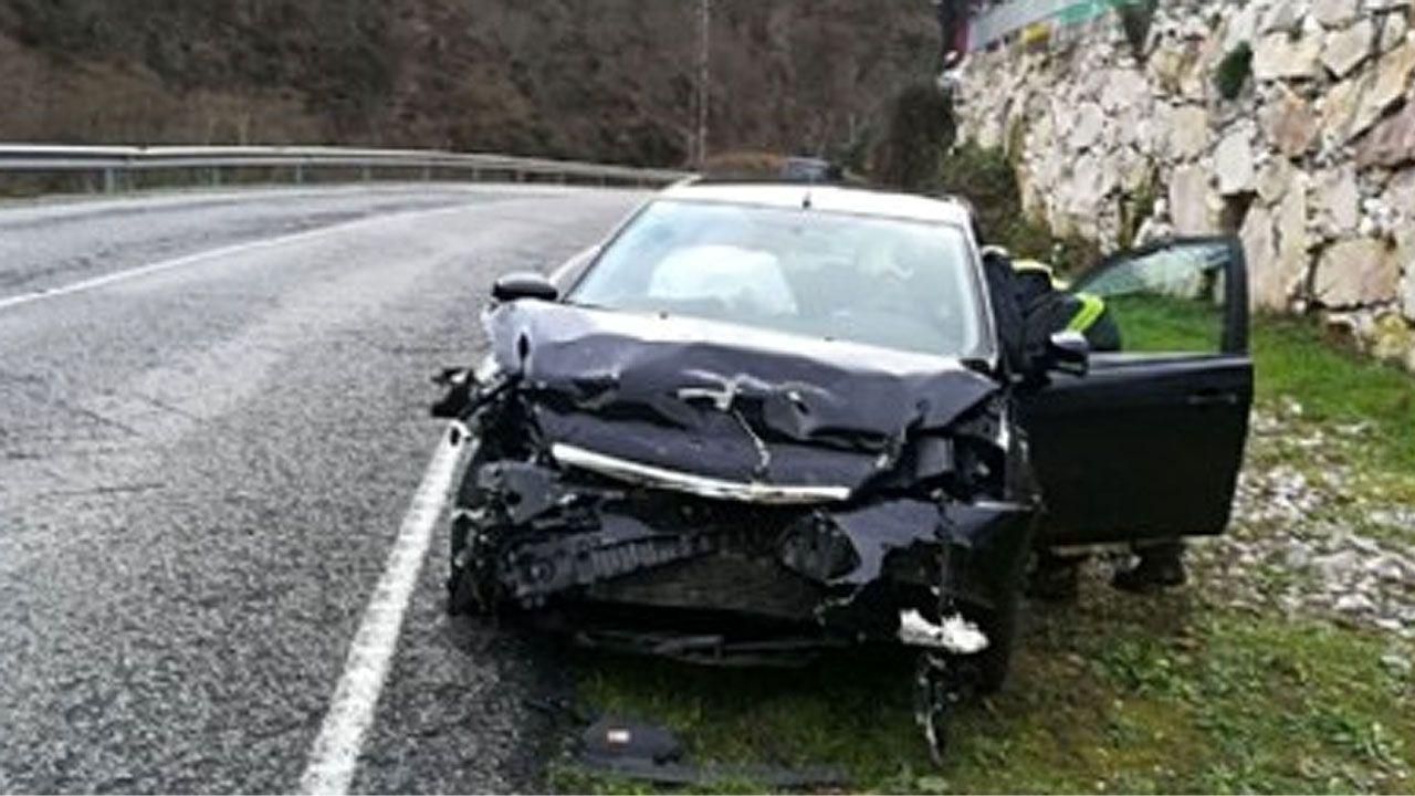 Explosión pirotécnica en Cangas del Narcea.Ricardo Maestre se impuso en la última etapa de la Vuelta Asturias, con final en la calle Uría de Oviedo