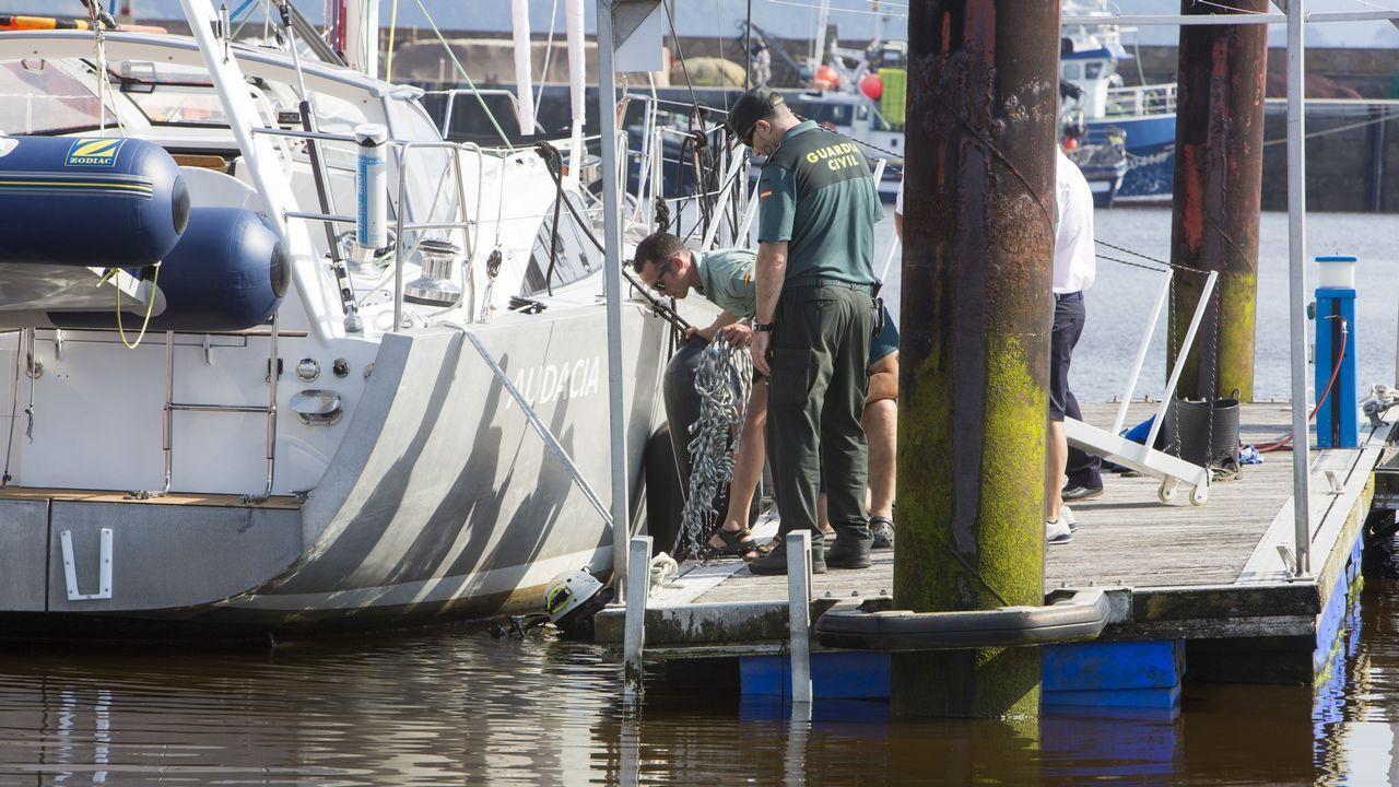 El Helimer Cantábrico rescata acuatro tripulantes de una lancha que volcó enViavélez.El ministro de Fomento, José Luis Ábalos