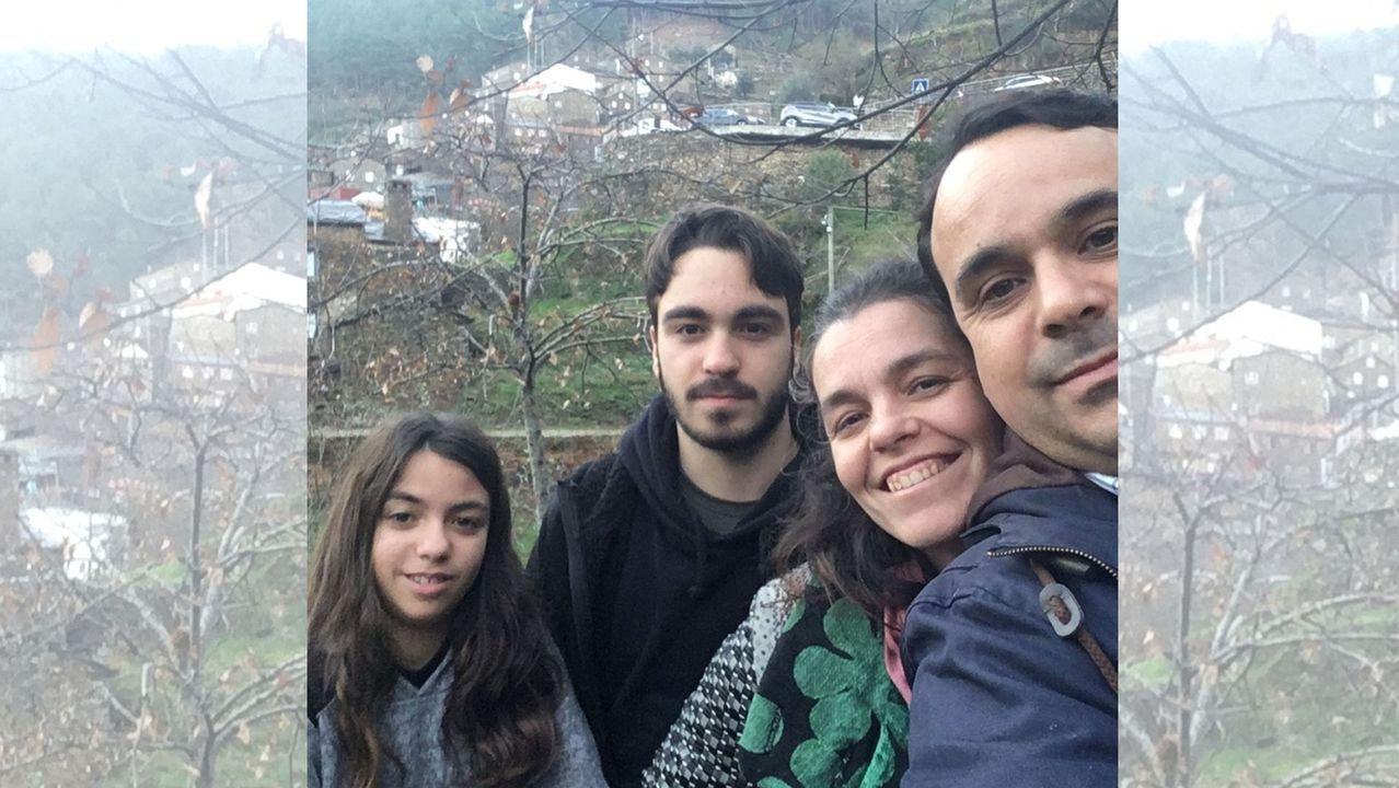 Pedro Guilherme y su familia, en una imagen reciente