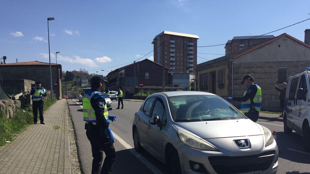 La policía intensifica los controles de salida de la capital ourensana.Test de detebnción rapida del coronavirus en la entrada del HULA