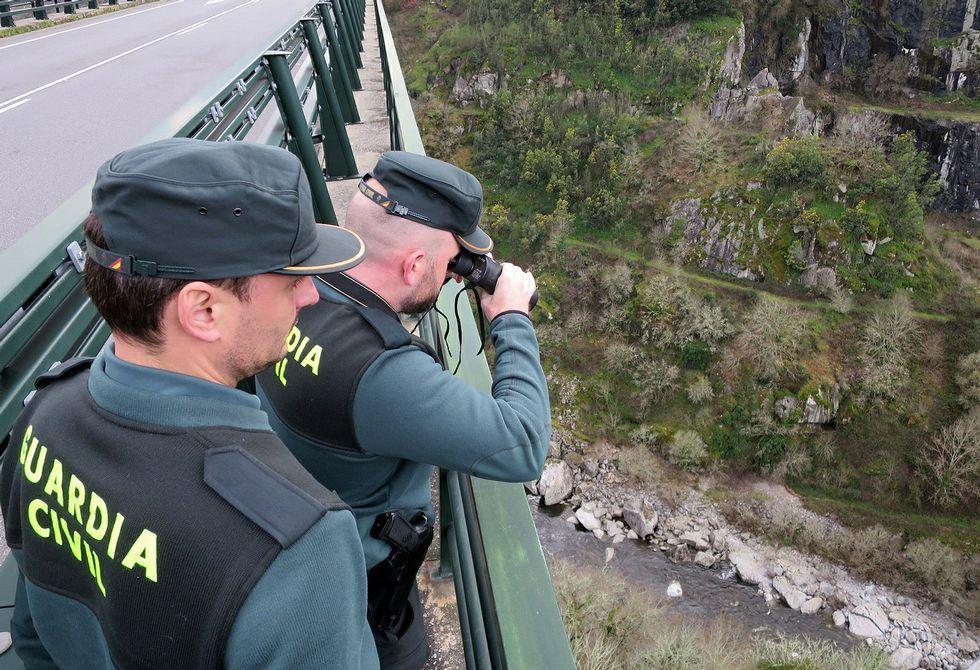 Varias patrullas de la Guardia Civil buscan a Jordi Sobrado entre O Saviñao y Chantada.