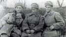 El asturiano Enrique Aguilar, junto Luis Galán y José López, vestidos con uniforme del Ejército Rojo de la URSS, seguramente hacia el invierno de 1943