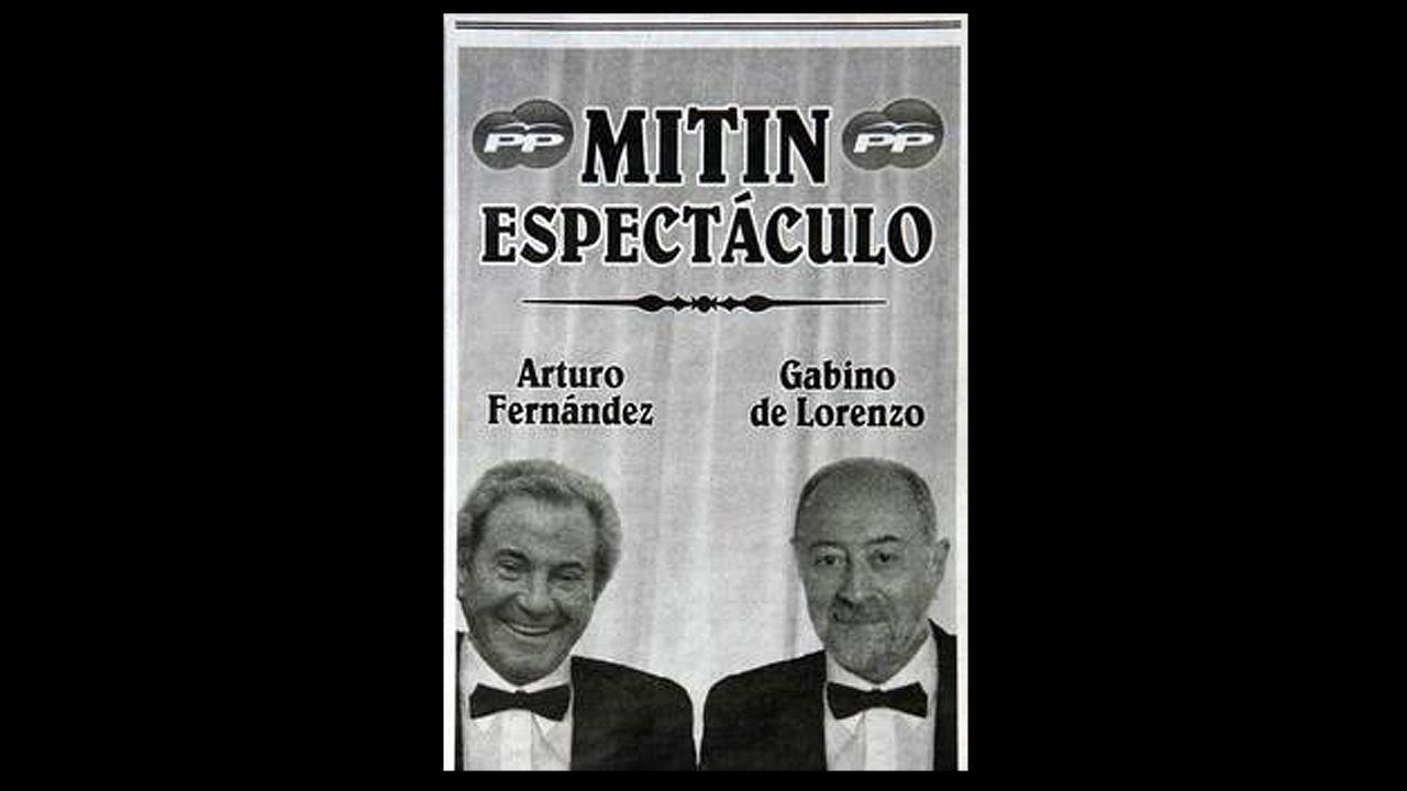 Bailarinas del grupo de Educador en el desfile del Día de América en Asturias.El cartel del espectáculo de Gabino de Lorenzo y Arturo Fernández
