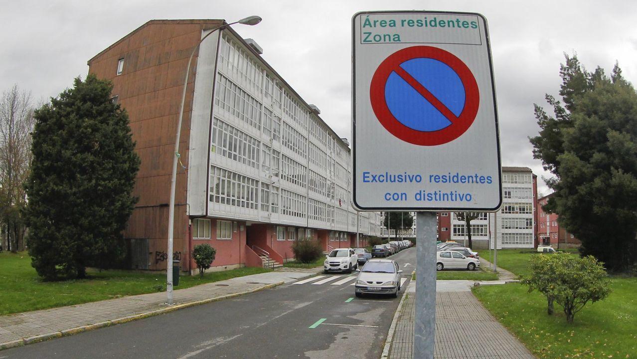 El Concello asegura que los vecinos se quejan de que les ocupan las zonas de aparcamiento exclusivo para residentes