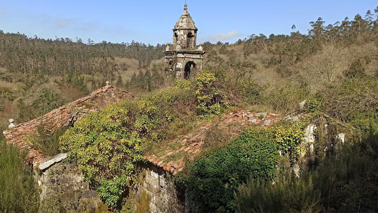 Buena parte de la cubierta del templo ya se ha desplomado, y las hierbas crecen libres por sus paredes. Aún así, ni el mal estado de conservación es capaz de deslucir la belleza de la iglesia y del entorno en el que se ubica