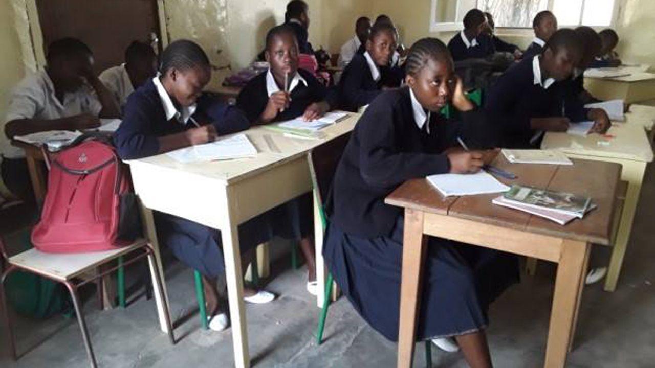 Jóvenes estudiantes en el Liceo Mahidio