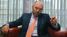 El vicepresidente asturiano y consejero de Administración Autonómica, Medio Ambiente y Cambio Climático, Juan Cofiño, en su despacho
