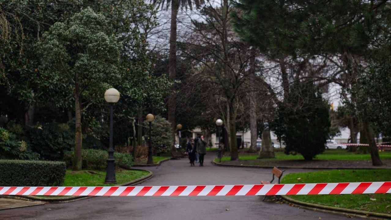 2019, el año con menos muertos con accidentes de tráfico.Cinta acordonando los jardines de Méndez Núñez en A Coruña durante los días de temporal