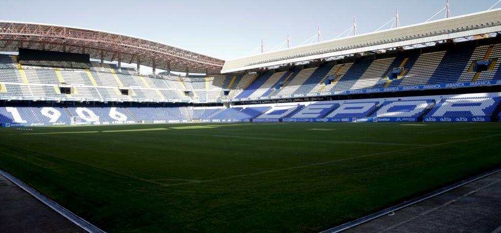 El Deportivo ya piensa en el Barça.Imagen panorámica del estadio de Riazor tras las mejoras realizadas.