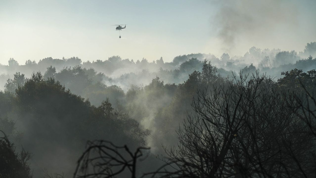 Ola de incendios en Ourense.El incendio en Moreiras, Toén, se inició el viernes