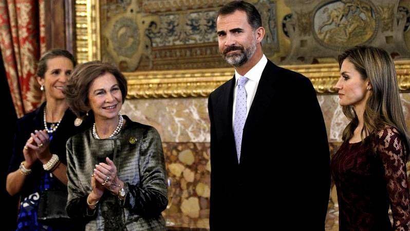 Don Felipe transmite el «saludo afectuoso» del rey.La organización del congreso rebautizó al presidente del Gobierno como Mariano «Rayor»