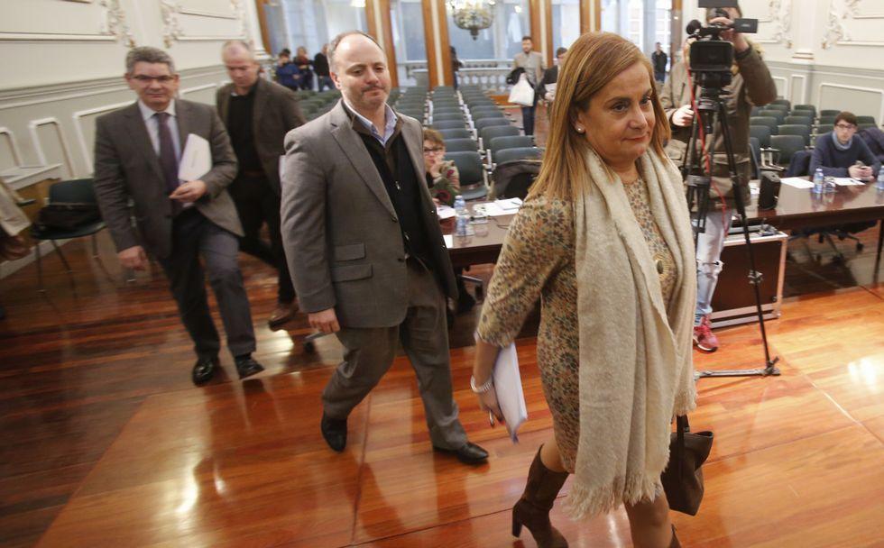 La presidenta, Carmela Silva, ayer a su llegada al pleno.