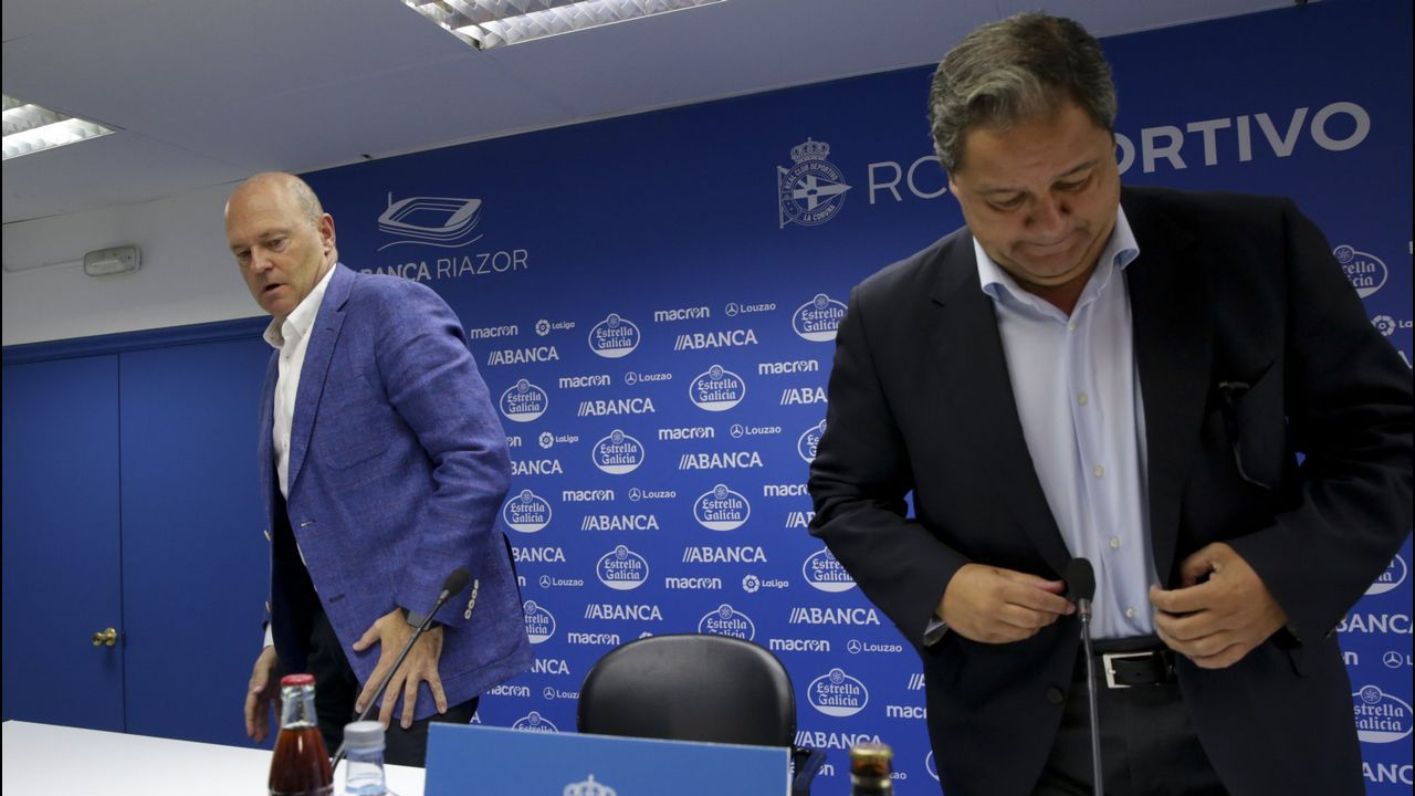 Los mejores momentos de Lassad en el Deportivo.Carmelo del Pozo, el primero por la izquierda, posa junto a Álex Alegría y al presidente del Levante, Quico Catalán