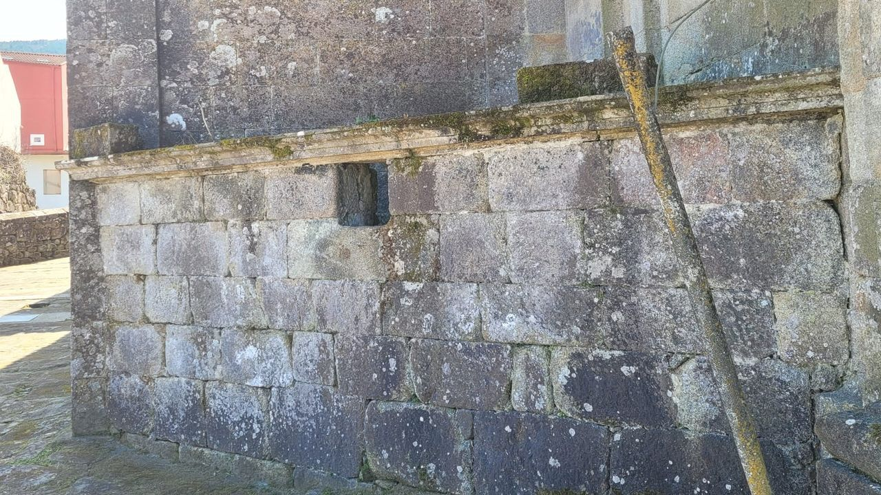 El encanto termal de Ourense, en imágenes.Detrás de esta pared, en un lateral del templo, se encuentra el osario que ha provocado más de un susto