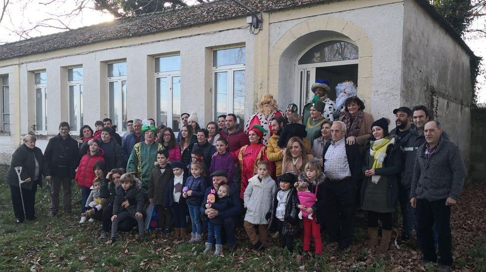 ana.Trabajadores de Transinsa y parte de la plantilla del HUCA transmiten un mensaje de positividad
