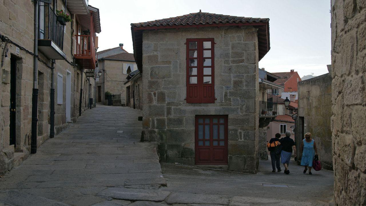 Rali de Ourense 2020.Susana Currás, en la entrada de su restaurante, O Trebón