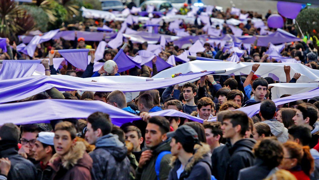 Los peques disfrutaron del carnaval organizado por los vecinos de Vimianzo.Puerta de la vivienda en la que se produjo el crimen