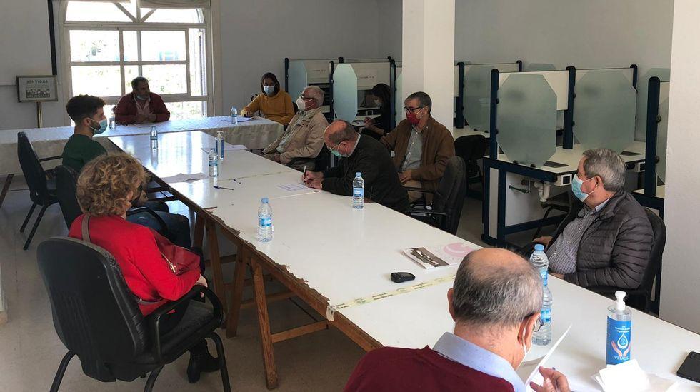 Valdeorras reclama que se mantenga la venta de billetes de tren en O Barco y A Rúa.Pleno del consejo regulador de la D.O. Valdeorras