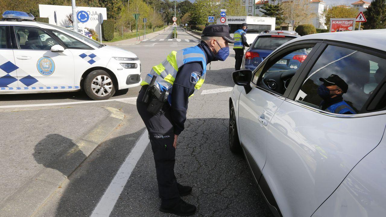 Vigo, con más de un centenar de parques cerrados.La Policía Local realiza controles de movilidad en Arousa