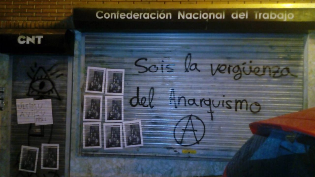 Pintadas en la sede de la CNT de Oviedo