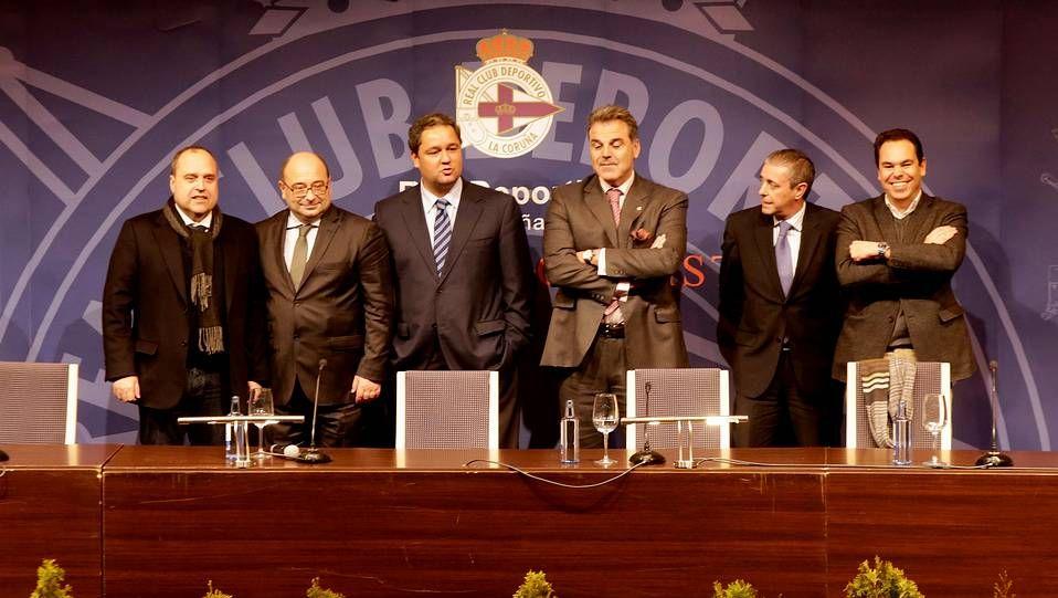 Tinoconsejo.Tino Fernández y los miembros del nuevo consejo del Deportivo tras conocerse su victoria