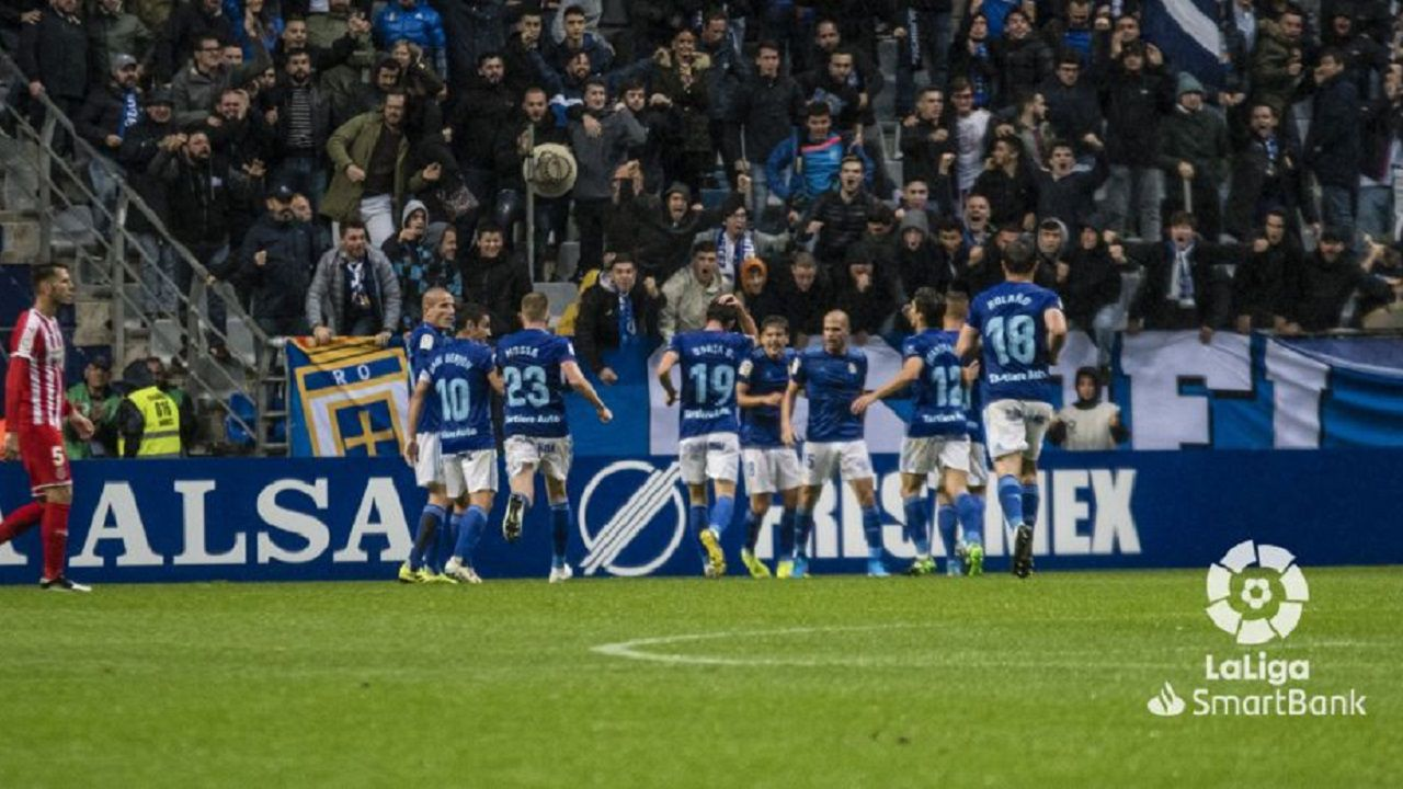 Gol Ortuño Real Oviedo Girona Carlos Tartiere.Los futbolistas azules celebran el segundo tanto de Ortuño