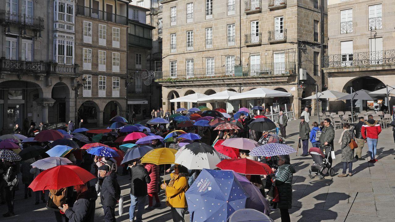 La plaza se fue llenando progresivamente con el paso de los minutos y desde el mediodía