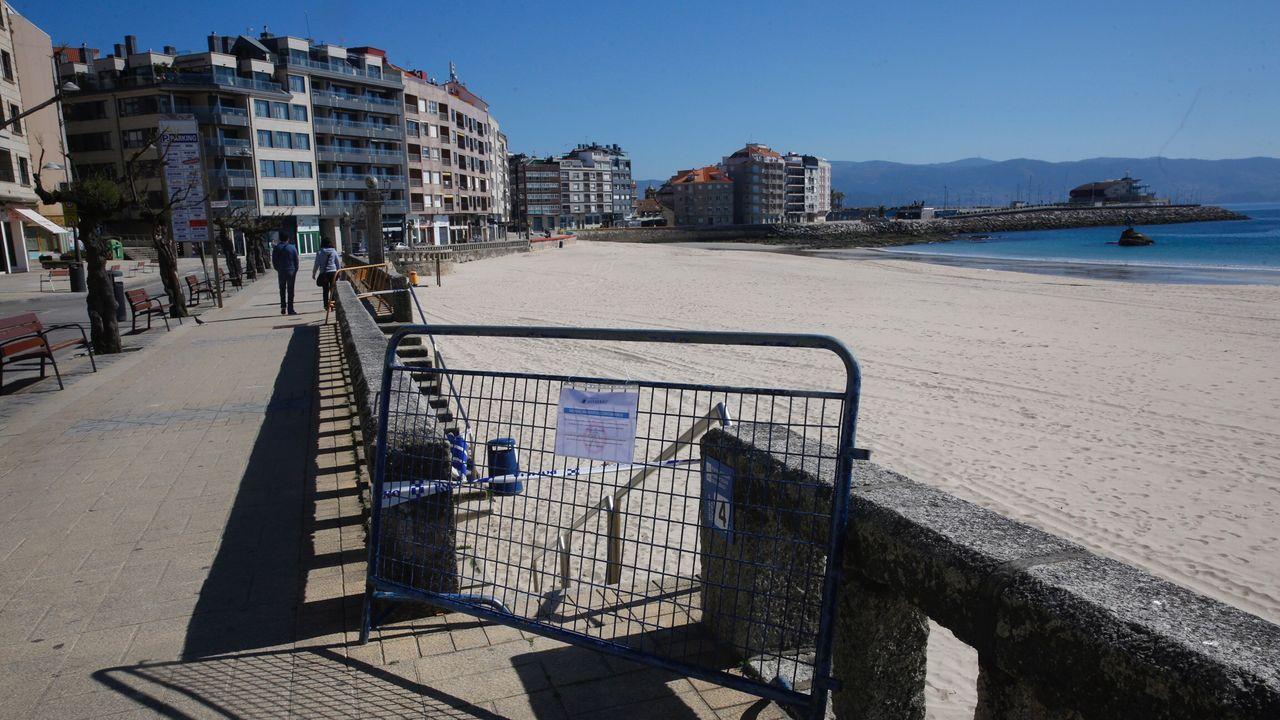 Imagen de la playa de Silgar, en Sanxenxo, clausurada por las autoridades municipales
