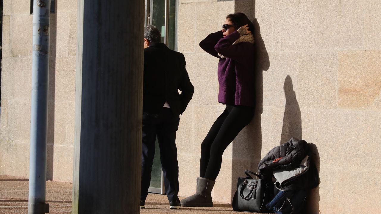 Valeria Quer en el exterior de los juzgados tras abandonar la sala indispuesta