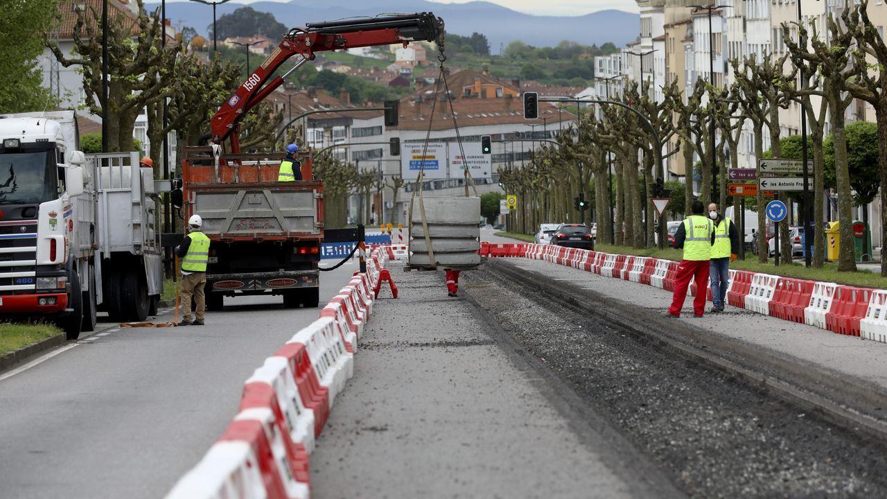 El despertar del comercio compostelano.Imagen del puente de Rande sin un solo vehículo por efecto del confinamiento