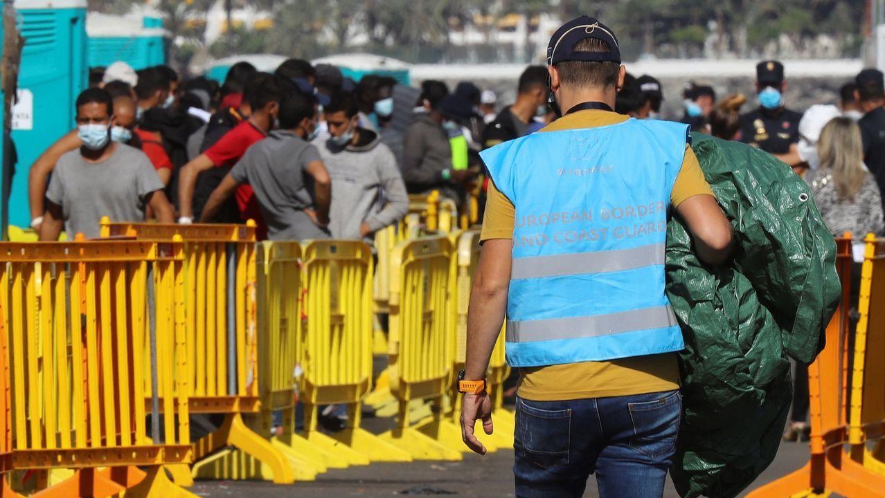 Inmigrantes en el puerto de Arguineguín, en Gran Canaria