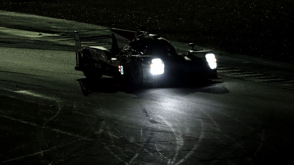Fernando Alonso, Toyota, Rallye Marruecos.El Toyota de Fernando Alonso, en plena competición nocturna en Le Mans