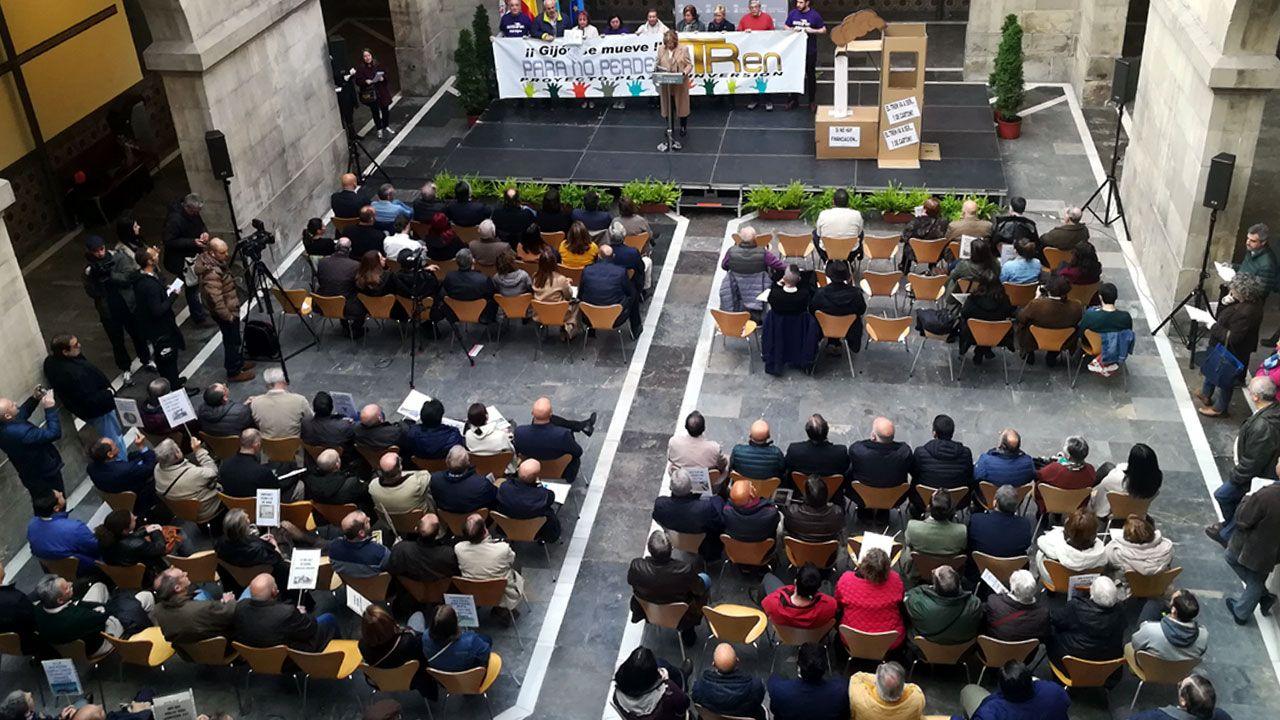 Un aspecto del patio del CCAI durante la lectura del manifiesto de la Plataforma en defensa del Plan de Vías
