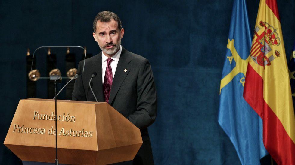 Felipe VI: «España tiene que hacer frente a un inaceptable intento de secesión».Felipe VI en el teatro Campoamor