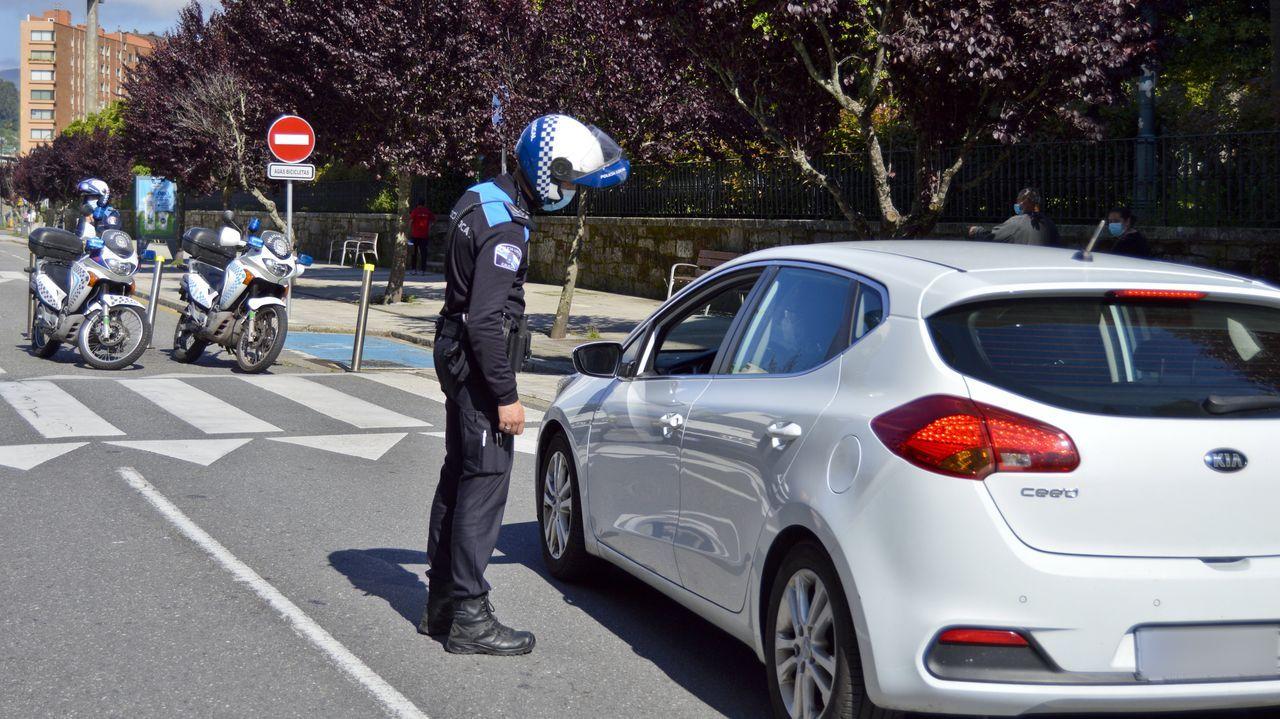 La Policía Local en la calle Reina Victoria, en Pontevedra