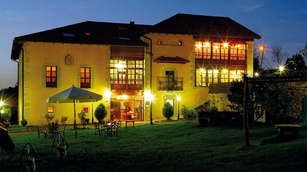 Palacio Fernández Heres.Ejemplar de urogallo macho en Benasque