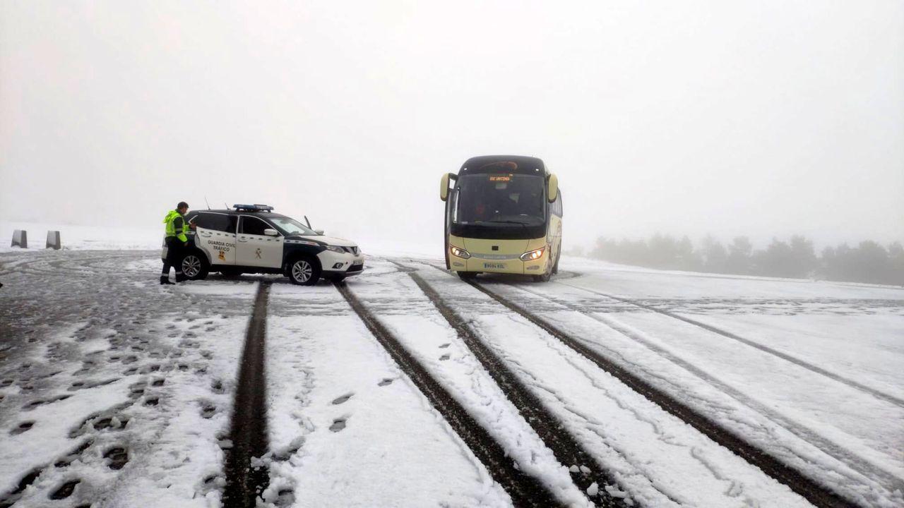 Una invasión de ratas amenaza las ayudas de la PAC en la provincia de Lugo.El autobús quedó inmovilizado por la nieve en la pista de acceso al santuario de O Faro