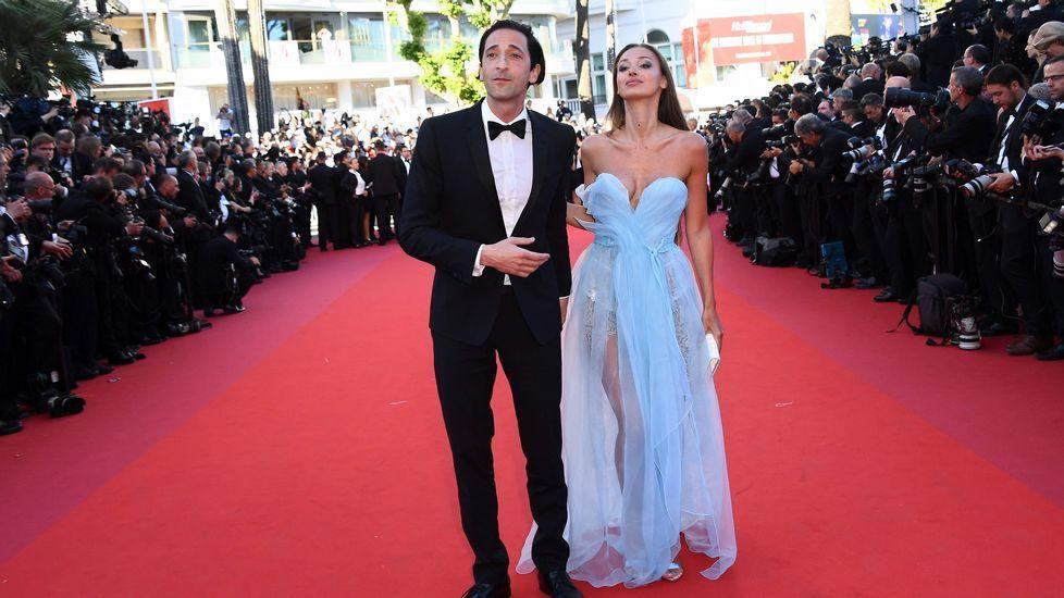 El actor Adrien Brody con su pareja, Lara Lieto