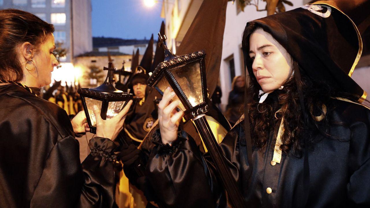 Foto de archivo de fuegos artificiales lanzados durante las fiestas de A Maruxaina que se celebran en San Cibrao, Cervo