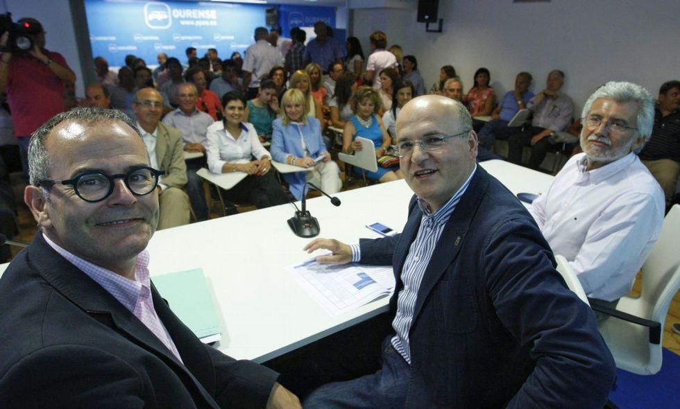 Elecciones municipales: la campaña, en fotos.José Manuel Baltar, en una imagen de archivo, con Jesús Vázquez y Rosendo Fernández.