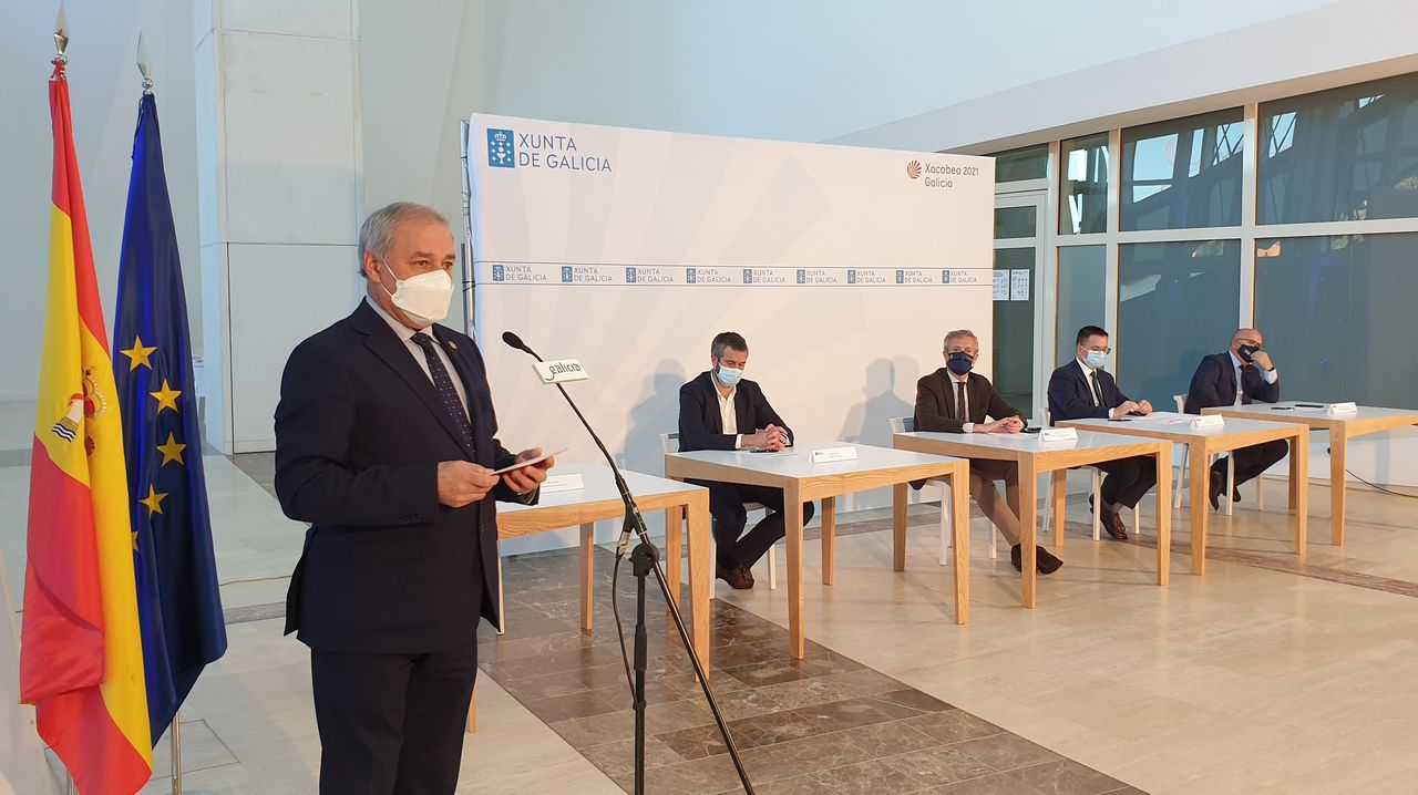 José Tomé en la firma del acuerdo con la Xunta y la Fegamp para los GES