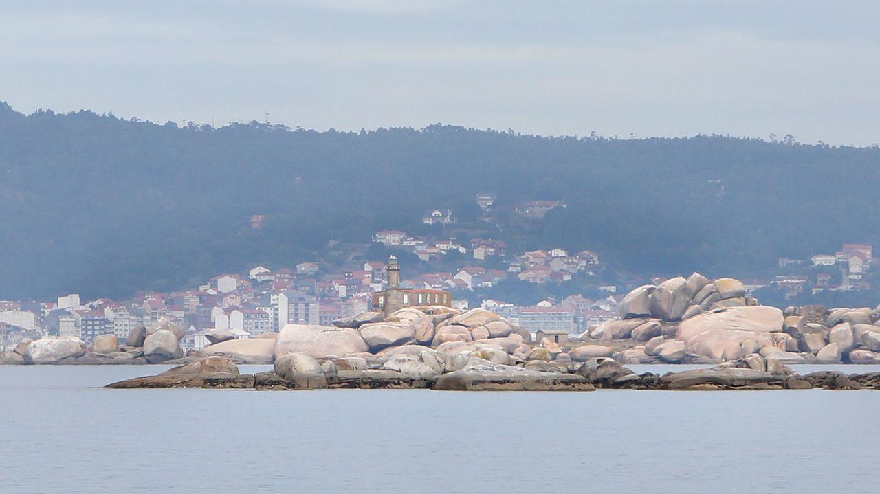 Una travesía entre las rías de Pontevedra y Arousa.La playa de Silgar, en Sanxenxo, a principios de junio. Es uno de los arenales que todavía no tienen chiringuito adjudicado