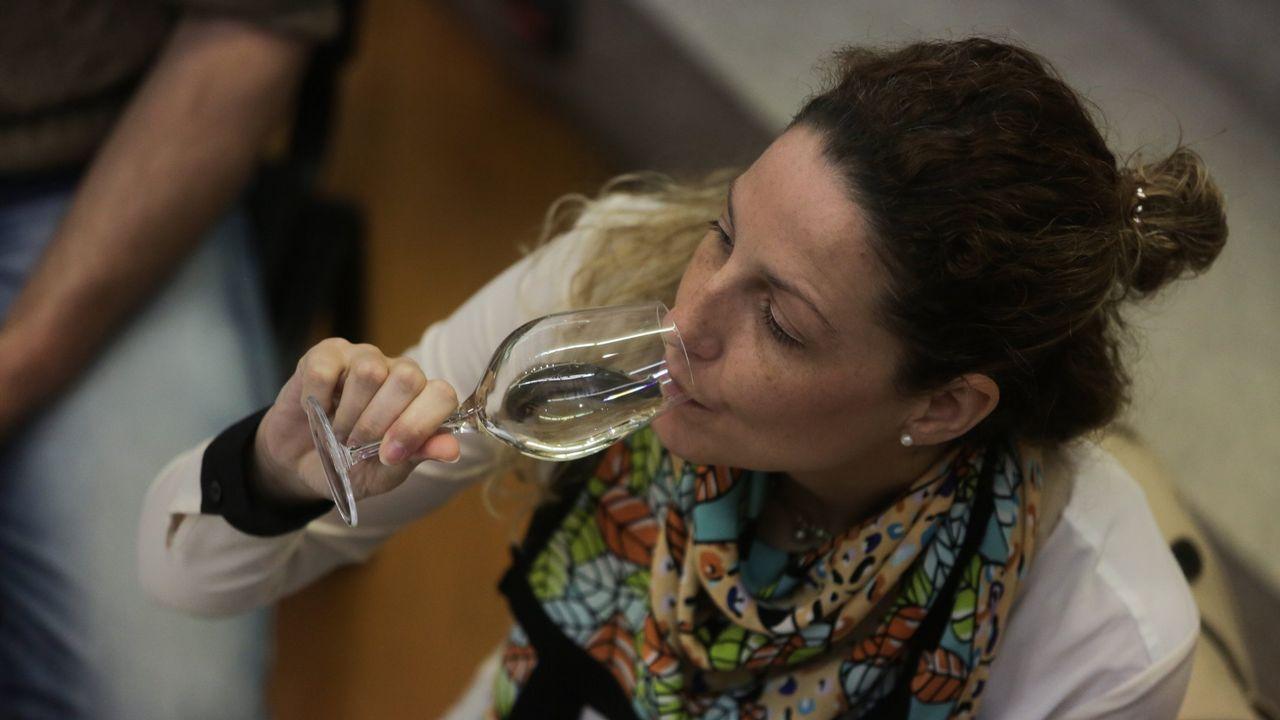 La cosecha de la uva en O Salnés.La tercera especial Vilanova - Luíntra ha estado muy animada y ha dejado espectaculares imágenes. El gran aspirante al título, Víctor Senra