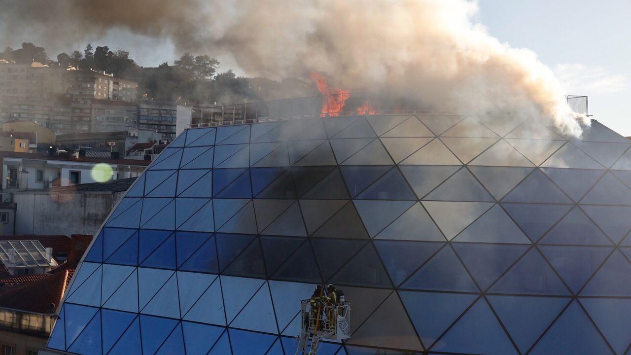 Las imágenes del incendio en la sede del Celta.Ovido Rodeiro, Marta Fernández-Tapias y Luisa Piñeiro