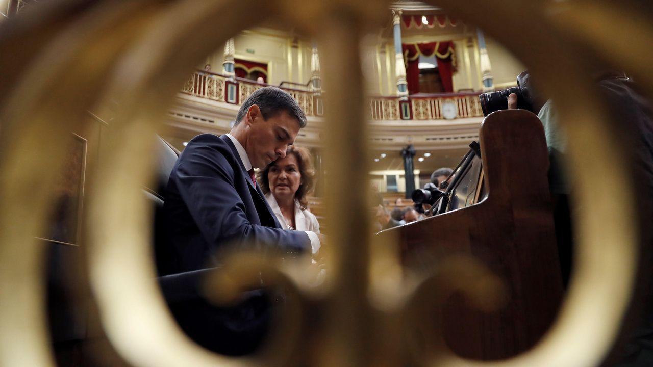 Rivera cuestiona la tesis doctoral de Pedro Sánchez.Casado se estrenaba ayer como líder del PP en el Congreso