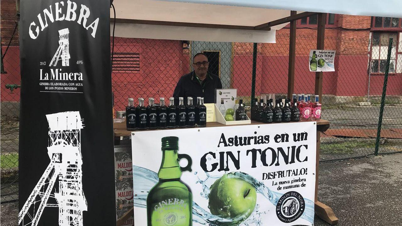 La Feria de Turismo Minero acoge la presentación del queso La Bocamina de Aller y la ginebra La Minera